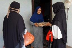 Dukcapil Aceh Tengah bantu bahan pangan warga kurang mampu
