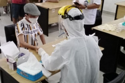 Bupati Gorontalo lakukan tes cepat COVID-19
