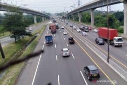 Larangan mudik hari pertama jalan Tol Jakarta-Cikampek ramai lancar