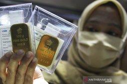 Harga emas Antam turun Rp10.000/gram
