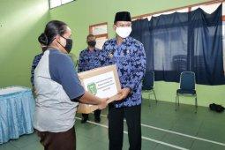 Pemkot Madiun salurkan bantuan bahan pangan bagi pekerja informal