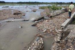 Tanggul jebol, tiga hektar lahan sawah di Abdya tertimbun kerikil