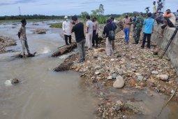 Wabup Abdya tinjau dampak banjir di Desa Kuta Bakrien