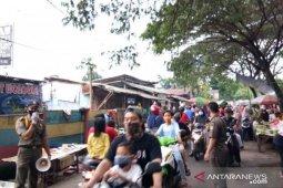 Trantib Jatiuwung, Tangerang,  monitor tempat keramaian imbau gunakan masker