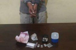 Laki-laki paruh baya ditangkap kasus kepemilikan sabu dan ganja