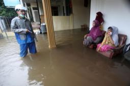 Pantau lokasi banjir di Banda Aceh, Pimpinan DPRK minta dinas terkait siaga