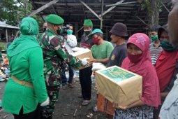 Korem 121/Abw bagikan 2.000 nasi kotak di Sintang