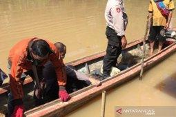 Asidin (58)  kehilangan anak lelakinya ditarik buaya ke dalam sungai