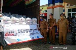 Bank SulutGo tambah bantuan sembako bagi warga terdampak COVID-19