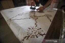 Produksi batik motif COVID-19