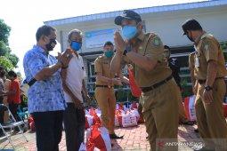 Pemkot Tangerang distribusikan 12.451 paket sembako di karawaci