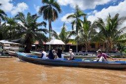 Pendapatan pelaku usaha sewa perahu menukik karena COVID-19