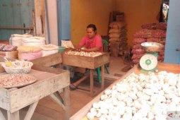 Harga bawang merah di Pasar Kota Sorong tembus Rp100.000