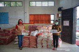 Baguna PDI Perjuangan Kalimantan Barat salurkan bantuan sembako ke Pemkab Landak