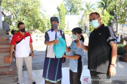 Koperasi Undiksha Singaraja bagikan sembako untuk tenaga kontrak