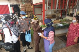 Kejaksaan Negeri Bekasi bantu warga terdampak COVID-19 di Tambelang