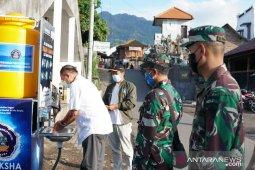 Undiksha dan Kodim Buleleng berikan wastafel di pasar tradisional