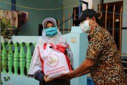 Bansos tunai hingga sembako terus disalurkan di Surabaya