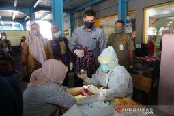 Pemkot Probolinggo tes cepat COVID-19 puluhan pengunjung pertokoan