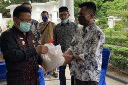 Wali Kota salurkan bantuan 350 paket bahan pokok Fatih School