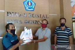 Hiswana Migas Bali-Pertamina bantu sembako ke pedagang  pasar rakyat