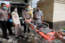 Jasa Raharja serahkan ambulans kepada Ditlantas Polda Bali
