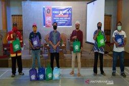 Minamas  gandeng PWI Kalsel bagikan sembako bagi masyarakat terdampak COVID-19