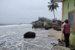 39 rumah di Abdya diterjang gelombang pasang