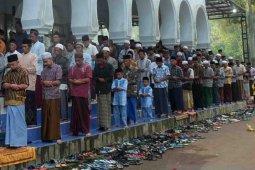 Hari ini Jamaah Pesantren Mahfilud Dluror di Jember Lebaran (Video)