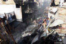 Keluarga korban berduka dan kecewa penanganan kecelakaan pesawat di Pakistan