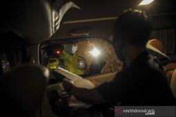 Pemeriksaan kendaraan di gerbang tol Cileunyi