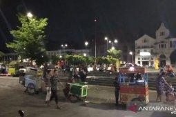 Warga nekat berkerumun di Kali Besar karena Wisata Kota Tua ditutup
