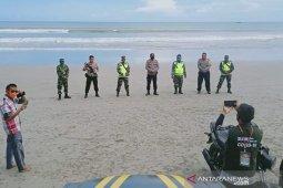 Anggota polisi berjaga di sejumlah objek wisata Bengkulu