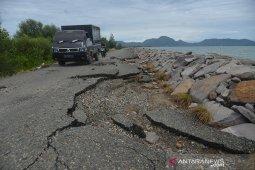 Kerusahan jalan pantai meluas