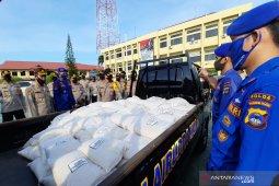 Polda Kalsel membagikan 70 ton beras bantuan Kapolri