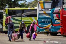 Para pengusaha bus AKDP belum operasikan armadanya
