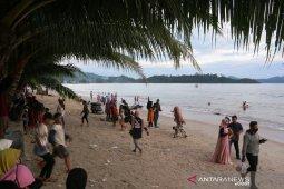 Hari keempat Idul Fitri pengunjung pantai Pandan mulai berkurang