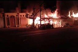 Sebuah warung makan di Abdya ludes terbakar