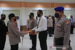 Puluhan personil Polda Maluku berprestasi dapat penghargaan Kapolda
