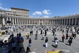 Paus Fransiskus ingatkan rakyat Italia tak lengah usai lalui puncak wabah