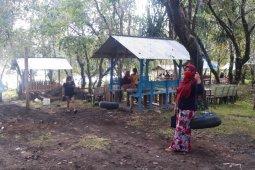 Warga Ternate kunjungi objek wisata andalan
