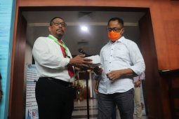 Gubernur Maluku serahkan obat COVID-19 asal Wuhan, Cina
