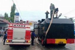Brimob Polda Aceh semprot disinfektan di Kota Blangpidie