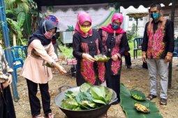 Tumbuhkan ekonomi desa dengan pembuatan sasirangan alami  di tengah COVID-19