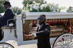 Saat pemakaman, Floyd dipuji sebagai