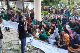 Demonstrasi  mahasiswa IAIN  tolak Perwali  Ambon ricuh