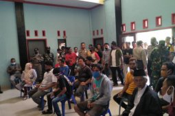 Warga demo kantor Desa Gemel Loteng pertanyakan BLT