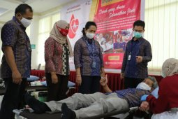 Karyawan PLN Kalbar donor darah jaga stok saat pandemi