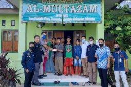 Bank Mandiri bagikan sembako ke warga Gorontalo terdampak COVID-19