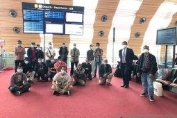 Setelah tiga bulan menanti, 20 WNI ABK di Prancis akhirnya pulang ke tanah air